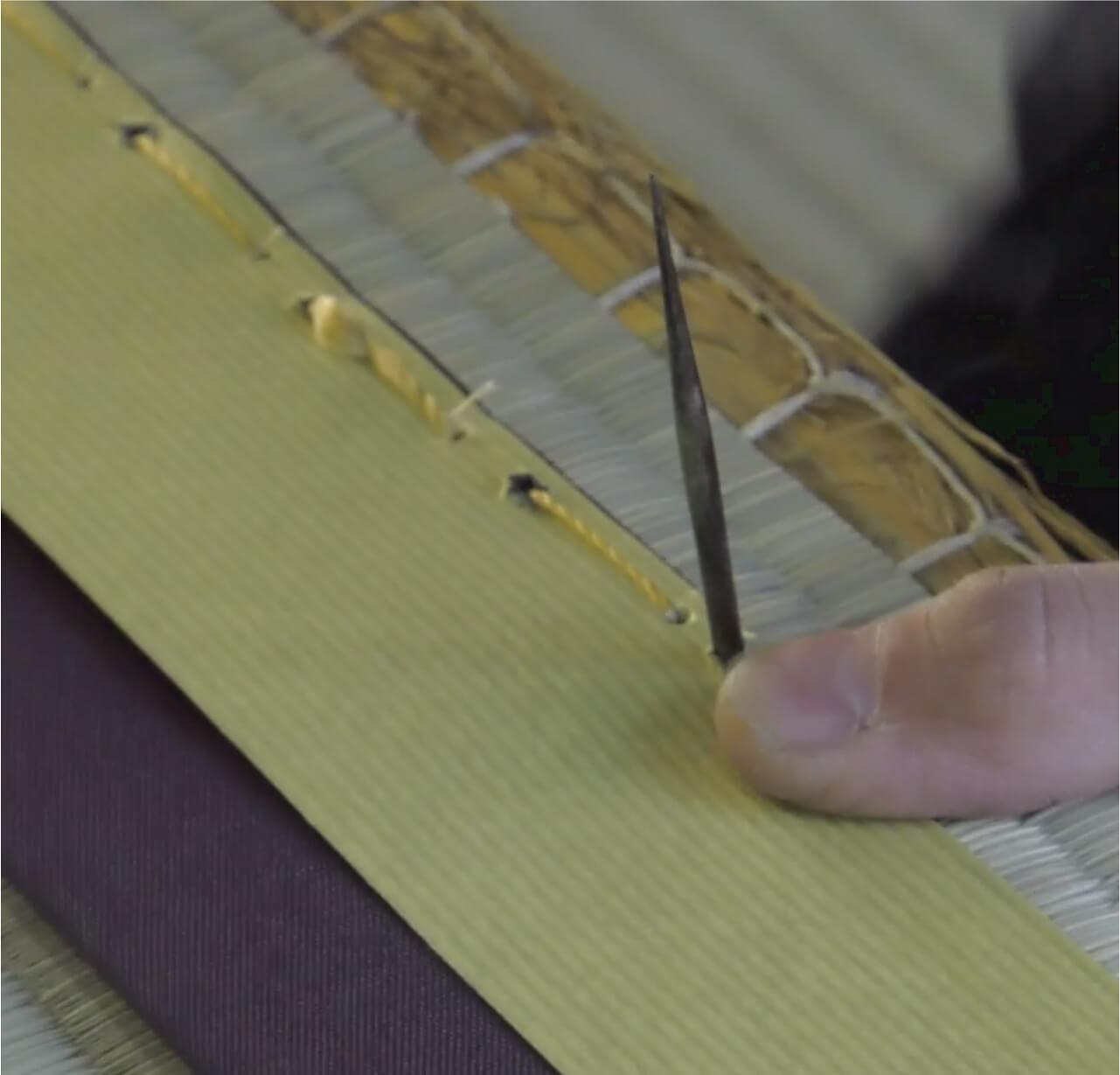 畳の手縫いの様子